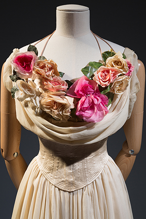 Charles James, debutante dress, 1937, USA, Gift of Mrs. John Hammond, 77.89.3.